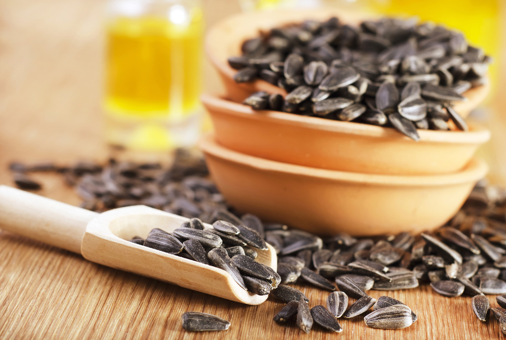 BENEFITS OF SUNFLOWER SEEDS: EAT THEM BUT KNOW YOUR LIMITS