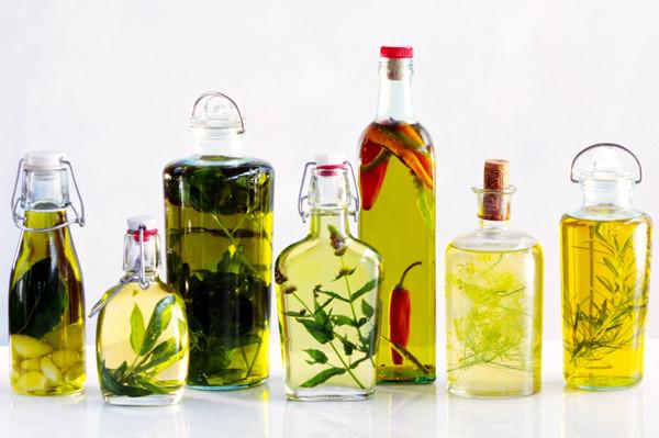 Как приготовить подсолнечное масло со специями, травами, овощами и фруктами